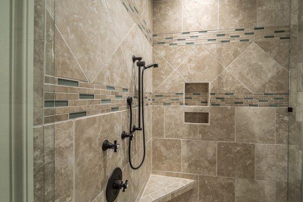 Installare una doccia quando ristrutturi un bagno