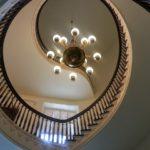 Vantaggi e svantaggi dei soffitti a volta: guida ai soffitti a volta